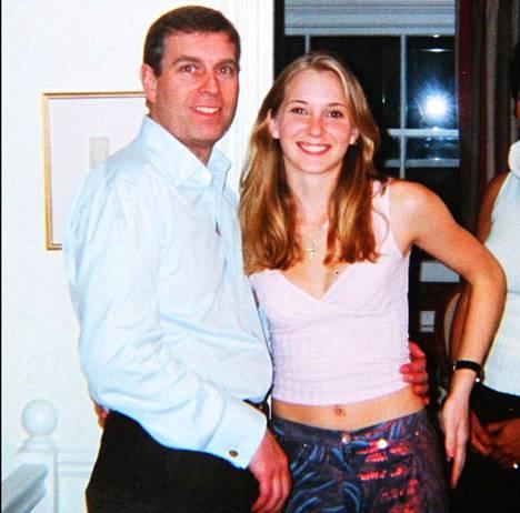 Virginia Giuffre (tuolloin Roberts) oli 17-vuotias kuvan ottohetkellä.