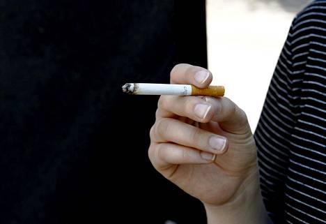 THL:n mukaan keuhkojen ja verenkiertoelimistön toiminta alkaa palautua jo kahdessa viikossa tupakoinnin lopettamisesta.