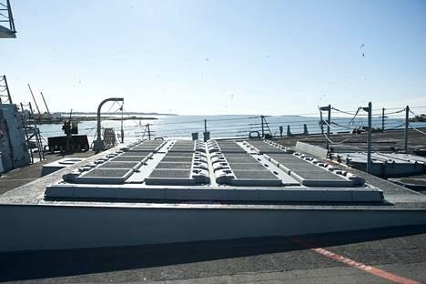 Aluksen ohjauslaukaisujärjestelmä pystyy kantamaan erilaisia ohjuksia.