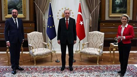 Turkin presidentti Recep Tayyip Erdogan vastaanotti Eurooppa-neuvoston puheenjohtajan Charles Michelin ja Euroopan komission puheenjohtajan Ursula Von der Leyen Turkin Ankarassa tiistaina.