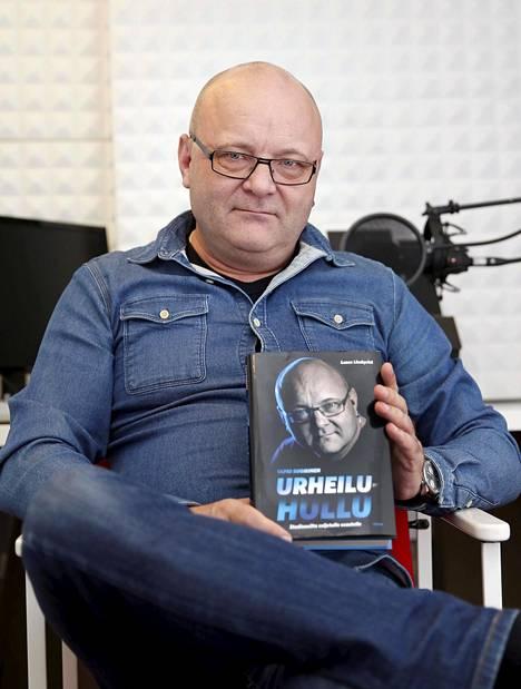 Suomiselta ilmestyi syyskuussa Urheiluhullu-niminen kirja.