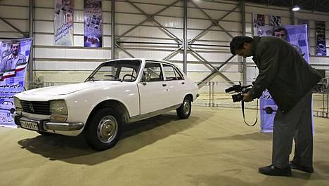 Tämä Iranin presidentin entinen auto myytiin huutokaupassa noin 1,8 miljoonalla eurolla.