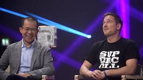 Tencentin pääjohtaja Martin Lau (vas.) ja Supercellin toimitusjohtaja Ilkka Paananen kohtasivat Slushin lavalla perjantaina.