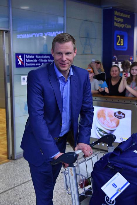 Mikko Koivu palasi hopeamitalistina kotiin jääkiekon MM-kilpailuista keväällä.