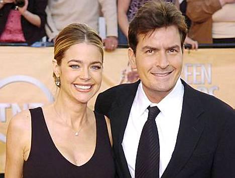 Miehen puolikkaat -sarjan Charlie Sheen ja näyttelijä Denise Richards olivat naimisissa 2002-2006.