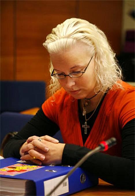 Nokialainen sairaanhoitaja Katariina Lönnqvist, 27, tuomittiin elinkautiseen murhasta ja murhan yrityksestä. Hän on ollut vangittuna pian kaksi vuotta. Vapaus koittaa mahdollisesti noin kymmenen vuoden kuluttua.