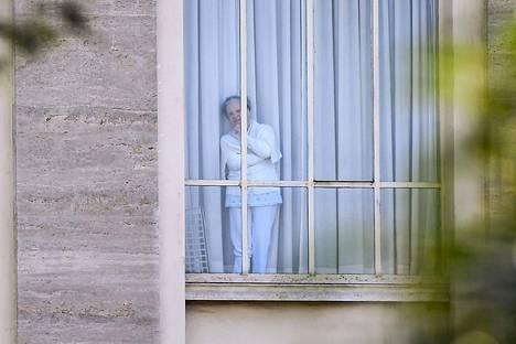 Roomalaisen luostarin 19 nunnaa on eristetty, sillä kaikilla heillä on todettu koronavirustartunta. Kuvassa yksi heistä.