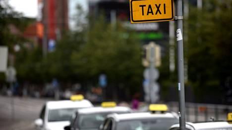 Verohallinto oli tehnyt tehovalvontaa elokuun loppuun mennessä 182 taksiyrittäjälle.