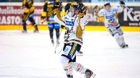 Ilkka Mikkolan pelipaita nostetaan pian Raksilan hallin kattoon.
