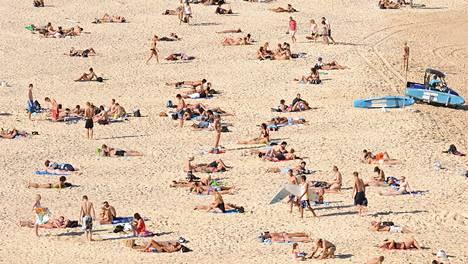 Sydneyn kuuluisimmalla rannalla, Bondi Beachillä, on nuorekas ja kansainvälinen tunnelma.