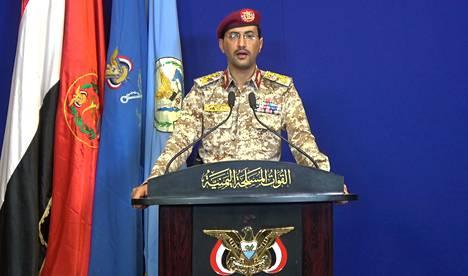 Iskujen tekijäksi ilmoittautuivat Jemenin huthikapinalliset. Kenraali Yahya Saree uhkasi Saudi-Arabiaa yhä tuhoisammilla iskuilla.