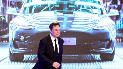Teslan toimitusjohtaja Elon Musk yhtiön tehtaalla Kiinassa.