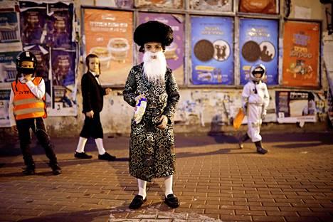 Pukujuhla. Israelin Ashdodissa lapset viettivät juutalaisten perinteistä purim-juhlaa pukeutumalla asuihin.