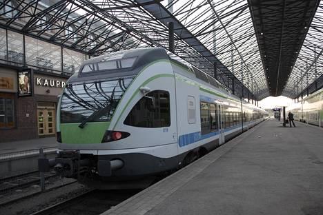 IC 8 -junasta hajosi veturi, minkä seurauksena juna myöhästyi aikataulustaan lähes viisi tuntia.
