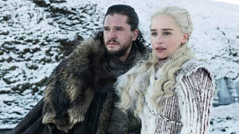 Jon Nietos (Kit Harrington) ja Daenarys (Emilia Clarke).