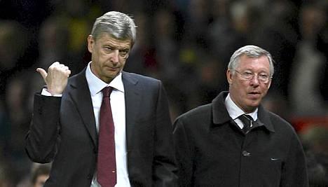 Arsene Wenger (vas.) ja Alex Ferguson taistelevat Valioliigan ja FA-cupin mestaruduesta.