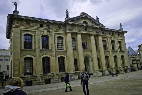Muun muassa Oxfordin yliopisto haluaisin Laurentin opiskelijakseen.