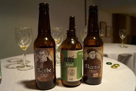 Mustan virran panimon Martti (keskellä) ja Stadin panimon Käthe ja Martin -oluet on pantu reformaation juhlavuoden merkeissä. Myös ainakin Nokian panimon Armo-olut on tehty samassa hengessä.