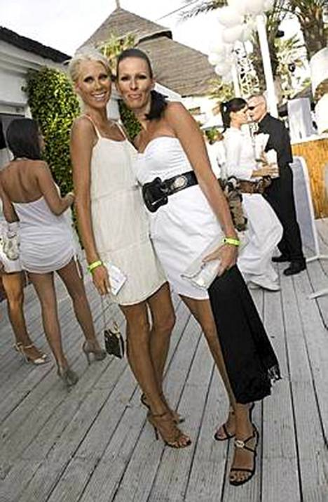 Ilmeisesti Maria ja Nina pääsivät lopulta White Partyihinsa.