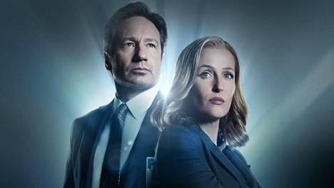Fox Mulder (David Duchovny) ja Dana Scully (Gillian Anderson) tutkivat paranormaaleja ilmiöitä jatkossa netissä: X-Files-sarjan vanhat kaudet näkyvät Pohjoismaissa maksullisessa netti-tv:ssä Viaplayssa.