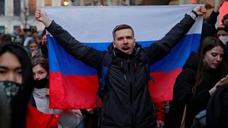 Aleksei Navalnyin puolesta osoitettiin mieltä Pietarissa keskiviikkona.