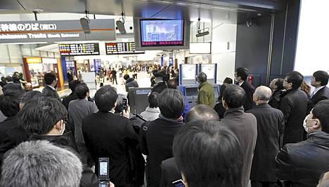 Julkinen liikenne Tokiossa on seisahtunut.