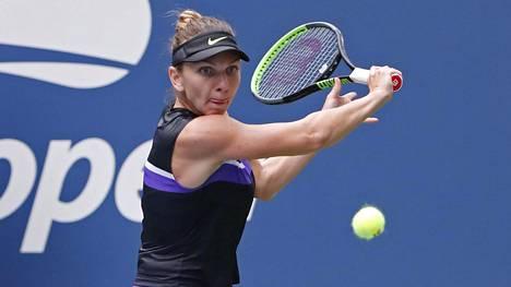 Simona Halep voitti Nicole Gibbsin erin 2–1.