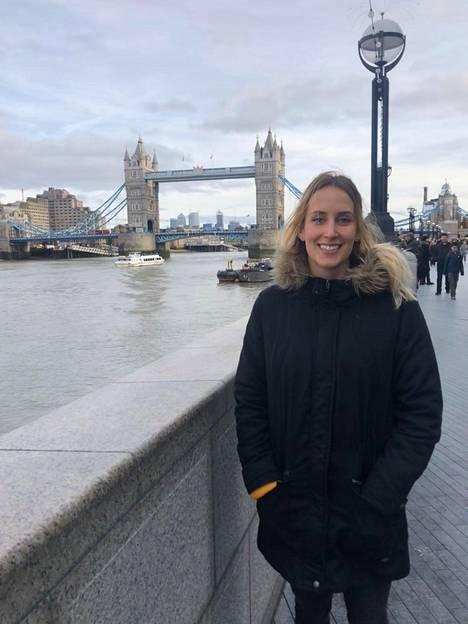 Vilma Vaattovaara opiskelee Lontoossa eläinlääketieteellisessä. Elämä hymyilee.