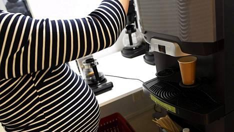 Eurooppalainen suositusraja turvalliselle kofeiinin saannille raskausaikana on alle 200 milligrammaa vuorokaudessa, eli noin 2–3 kupillista suodatinkahvia päivässä.