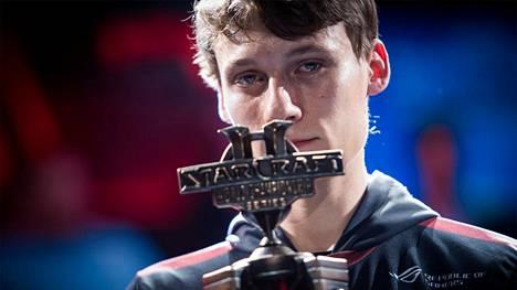"""Joona """"Serral"""" Sotala on yksi kaikkien aikojen StarCraft-pelaajista. Hän on vuoden 2018 maailmanmestari."""