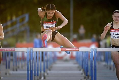 Nooralotta Neziri voitti keskiviikkona Espoon gp-kisoissa 100 metrin aidat. Finaalissa hän juoksi ajan 13,17. Alkuerässä kulki vielä paremmin: 13,04.