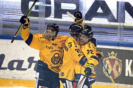 Toni Koiviston (oik.) 1-0-maali löi alkutahdit Lukon mestaruuden sinetöineelle marssille.
