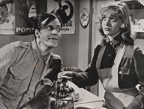 Elina Salo näytteli Sotapojan heilat -elokuvassa vuonna 1958