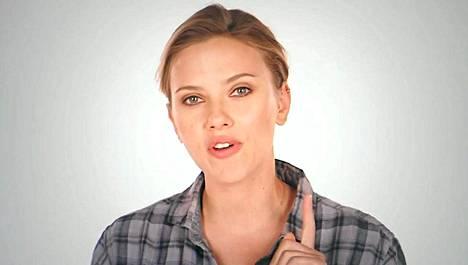Scarlett Johansson esiintyy Obama Girls -kampanjavideolla.