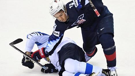 Clayton Keller kaatoi Juhani Tyrväisen.