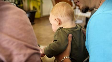 Suomi kuuluu Euroopan Unionissa vanhempainvapaauudistuksen jarruttelijoihin.