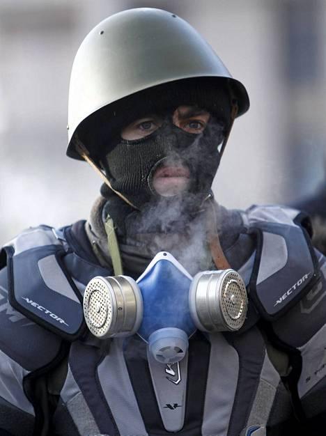Oikeaa sektoria on syytetty poliisin provosoinnista ja katuväkivallasta.