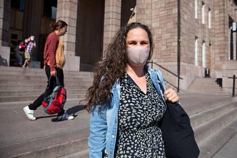 Leena Löppönen ei ole henkilökohtaisesti huolissaan deltamuunnoksen leviämisestä.