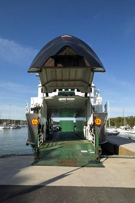 M/S Östern liikennöi Seilin saareen Nauvosta.