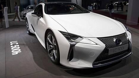 LC 500h syntyi yhdistämällä avant-garde-henkisyys vauhdikkaisiin coupé-mittasuhteisiin.