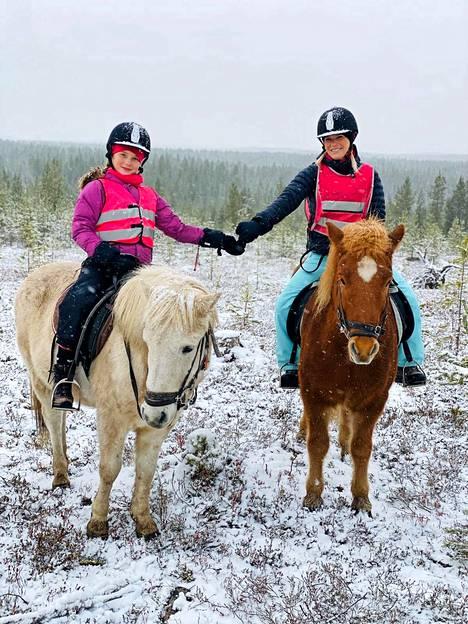 Islanninhevosilla ratsastus sopii myös kokemattomille.