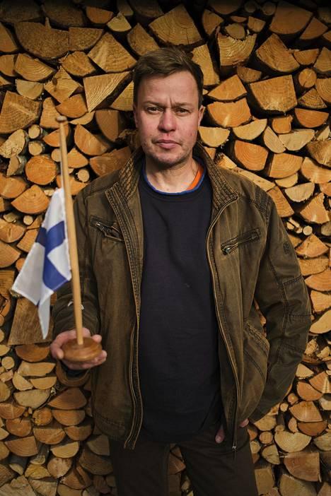 Taiteilija Marko Kaiposen pihalla ei ole lipputankoa.
