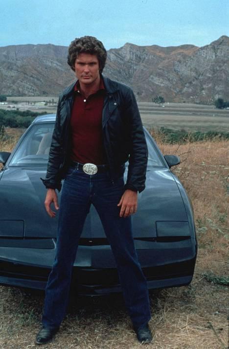 David Hasselhoff ponnahti supersuosioon Ritari Ässän myötä, ja hänestä tuli seikkailuhenkisen tv-sarjan myötä monen pienen pojan ja tytön idoli.