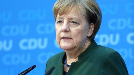 Saksan liittokansleri Angela Merkelin mukaan hänen puolueensa on valmis keskustelemaan vakavasti hallitusyhteistyöstä sosiaalidemokraattien kanssa.