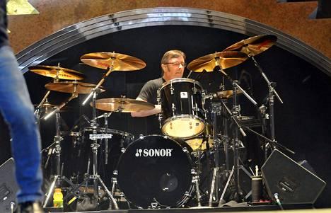 Phil Rudd vuonna 2008.