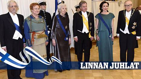 Vasemmalta: Pentti Arajärvi, Tarja Halonen, Tellervo Koivisto, Sauli Niinistö, Jenni Haukio ja Martti Ahtisaari ikuistettiin yhteiskuvaan 6. joulukuuta 2017.