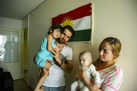 Perheen isä Huner Ali Muhammed on toiveikas, että hänen vaimonsa turvapaikkapäätöksen epäämiseen tulisi muutos.