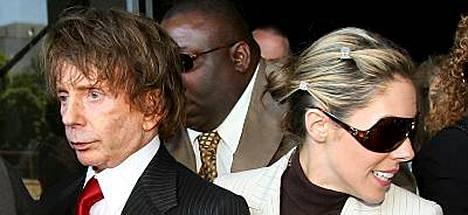 Levytuottaja Phil Spector selvisi murhasyytteestä, kun valamiehet eivät osanneet päättää hänen syyllisyyttään.