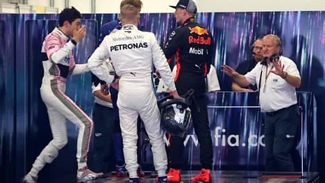 """Max Verstappen kertoo hetkestä, jolloin menetti malttinsa täydellisesti F1-varikolla: """"Hän sanoi sen kunnon virne naamallaan"""""""