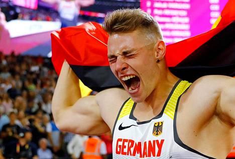 Johannes Vetter juhli MM-kultaa Lontoossa viime elokuussa.